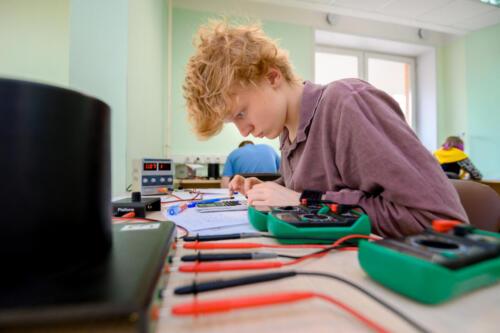 Учебно-тренировочные сборы по физике для подготовки школьной команды от России к участию в Азиатской олимпиаде и 51-й Международной олимпиаде по физике